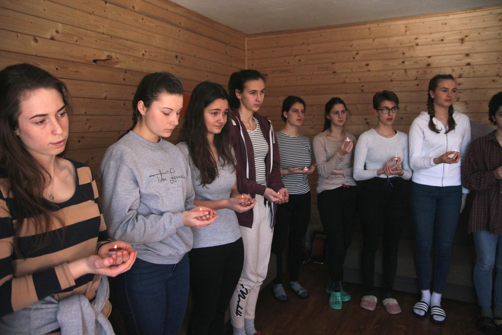 Duchovné cvičenia dievčat