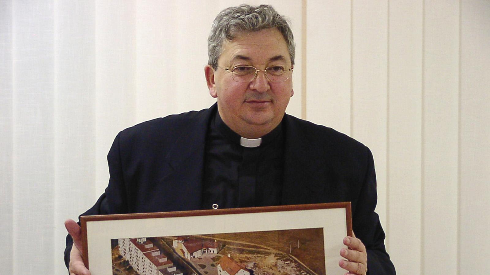 Direktorom sa stáva don Anton Červeň