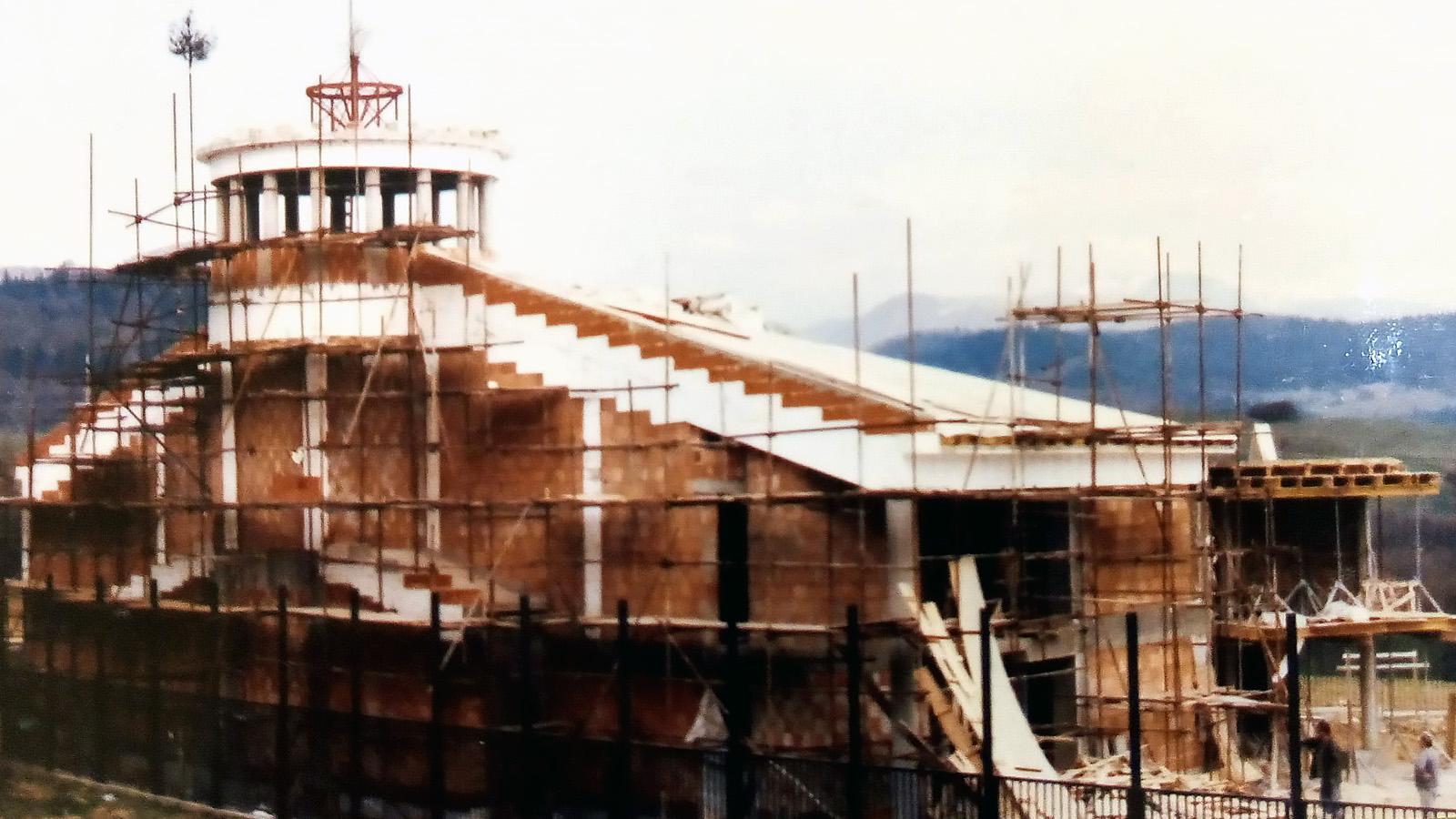 2002 Vysvätený kostol Panny Márie Pomocnice kresťanov